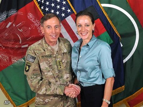 Petraeus en Broadwell (Foto: Novum)