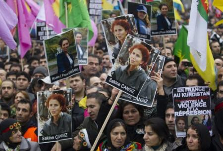 Duizenden Koerden demonstreren tegen aanslag