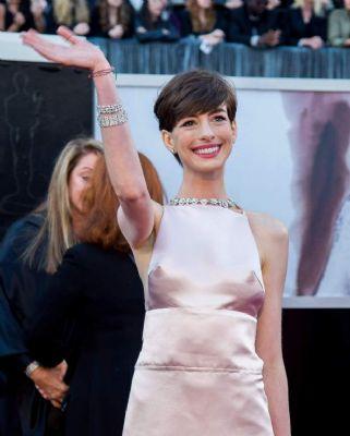 Hathaway en Waltz winnen bijrol-Oscars (Foto: Novum)