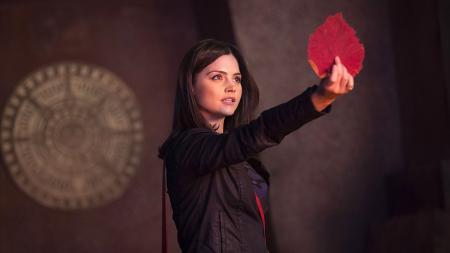 Doctor Who: The Rings of Akhaten - Clara met eikenblad