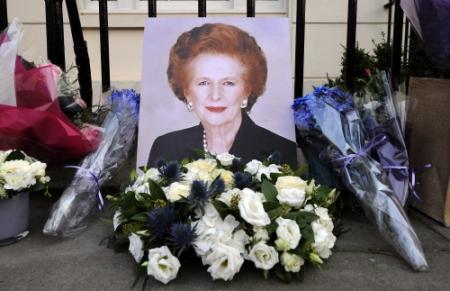 Bont gezelschap naar uitvaart Thatcher
