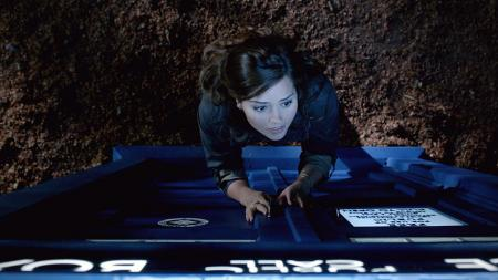 Doctor Who: Hide - Clara buiten de TARDIS