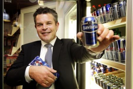 Bierverkopende pomphouder voor de rechter