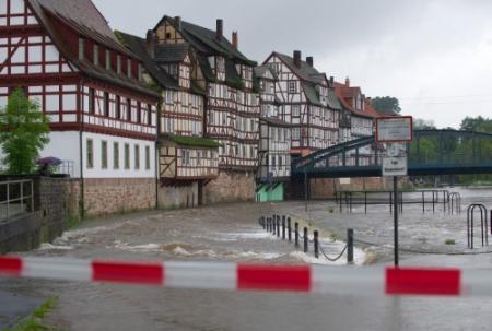 Wateroverlast belemmert verkeer Duitsland