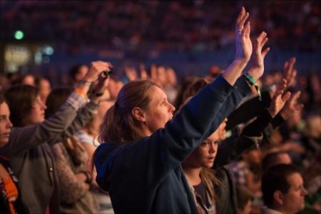Worship op de EO-jongerendag in GelreDome
