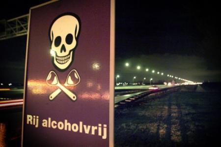Jongen (7) rijdt auto met dronken pa ernaast