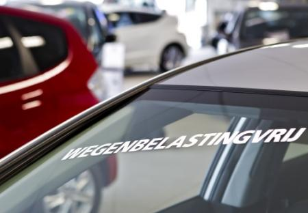 Europese autoverkopen blijven flink dalen