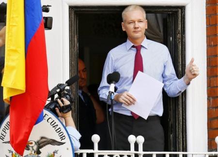 Assange tegen hackers: blijf strijden