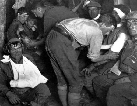 WO1, 1917. Soldaat links heeft shellshock; de meeste anderen 'the stare'