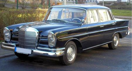 Mercedes Benz 220SE; copyright Wiki-user Thomas_doerfer