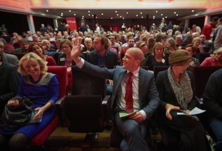 Leden PvdA steunen JSF-koers Samsom