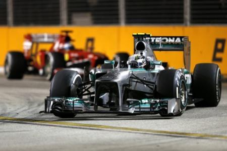 Hamilton hekelt boegeroep naar Vettel