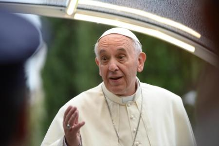 Lezus in plaats van Jezus op medaille paus