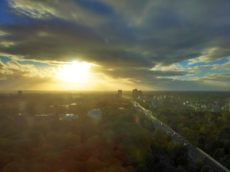 Nikky keek gisteren na de storm om 16.00 uur uit over Groningen en kreeg dit prachtige uitzicht voorgeschoteld.