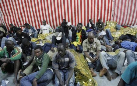 Weer honderden vluchtelingen van zee gehaald