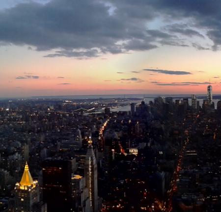 Marieke Poortinga was in New York City en maakte vanaf het Empire State Building deze foto. Klik voor panorama!