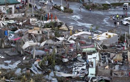 'Minstens 10.000 doden door tyfoon Haiyan'