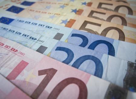Agent vindt ruim 10.000 euro op straat