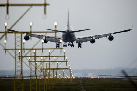 Amerikaan ontwaakt in afgesloten vliegtuig