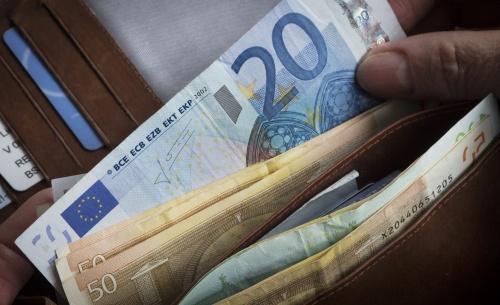 Economen vinden contant geld overbodig (Foto: ANP)