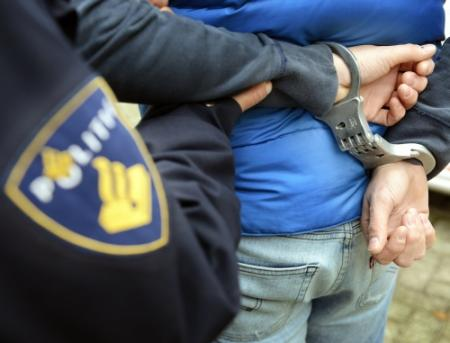 Politie vindt stelende'holbewoners'