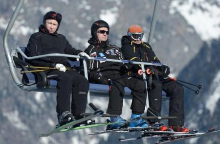 Poetin verkent skihellingen Sochi
