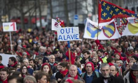 Duizenden betogen in Parijs tegen abortus