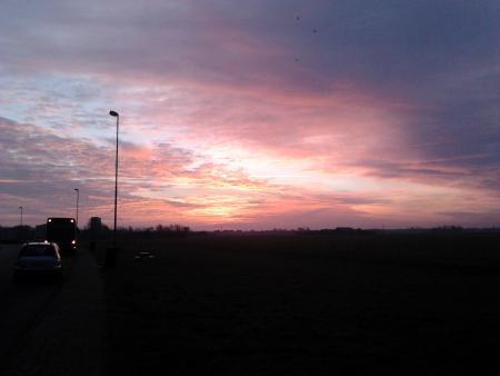 Blind_Guardian zag langs de A1 de zon opkomen.