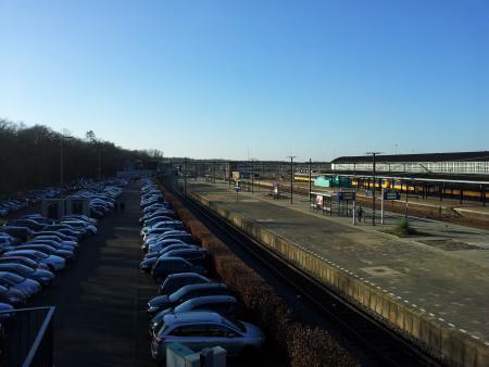 Westelijke deel van station Amersfoort, waar het seinhuis links van het spoor stond