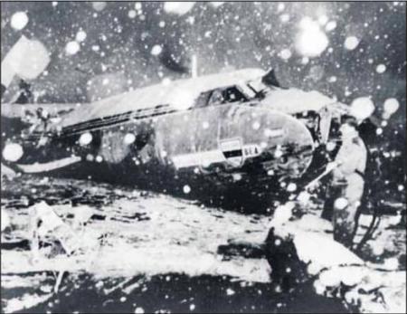 Het wrak van het vliegtuig (Leeuwarder Courant 2 februari 2008)