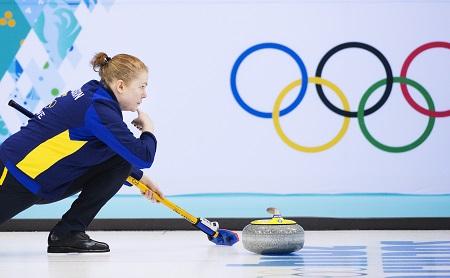 Margaretha Sigfridsson tijdens de curlingwedstrijd Zweden - Groot Brittannië (PRO SHOTS/Bildbyran)