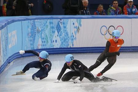 Vallen hoort bij het shorttrack. Tijdens de relay bij de heren gingen Zuid-Korea en de Verenigde Staten onderuit waardoor Nederland onbedreigd de finale haalde (PRO SHOTS/Henk Jan Dijks)