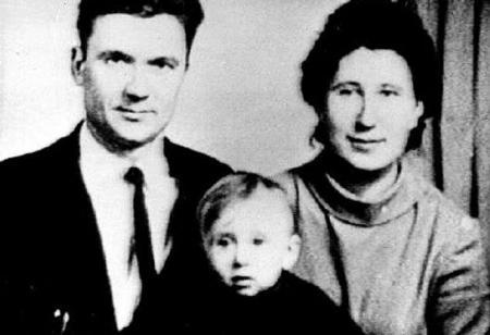 Andrei Chikatilo en zijn ouders