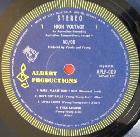 De 1e persing van High Voltage (1974)