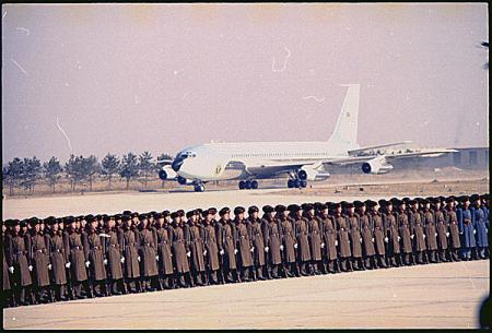 Air Force One landt in Beijing, 21-2-1972.