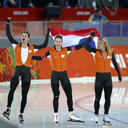 De Nederlandse heren zijn dolblij met de gouden medaille bij de achtervolging (PRO SHOTS/Henk Jan Dijks)