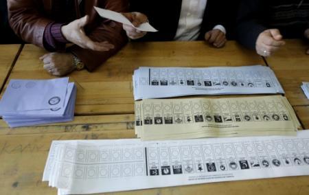 Doden bij onlusten rond Turkse stemlokalen