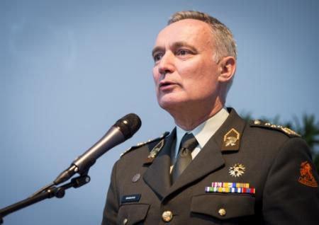 Legerbaas zwaait militairen Mali-missie uit