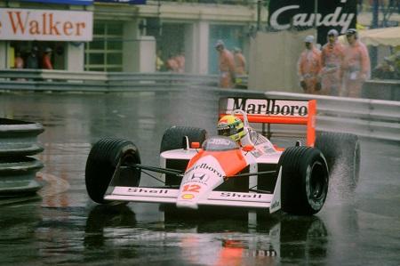 In de regen demonstreerde de Braziliaan vaak zijn ongeëvenaarde stuurmanskunsten. Op een natte baan was Senna vrijwel altijd onnavolgbaar (PRO SHOTS/Action Images)