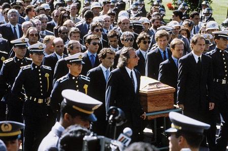 De dood van de Formule 1-coureur dompelde Brazilië in een diepe rouw. Tijdens de begrafenis werd de kist van Senna begeleid door Emerson Fittipaldi, Gerhard Berger, Alain Prost, Rubens Barrichello, Christian Fittipaldi, Thierry Boutsen, Jackie Stewart, Roberto Moreno, Michele Alboreto en Pedro Lamy (PRO SHOTS/DPPI)
