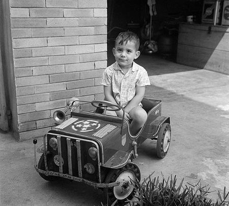 De drie-jarige Senna was al in een auto te vinden (WikiCommons/Instituto Ayrton Senna)