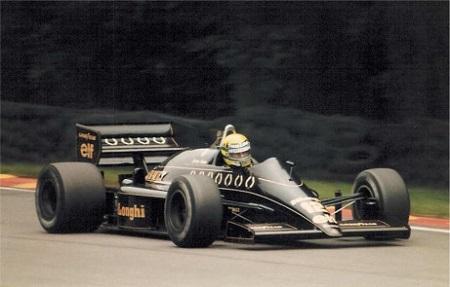 De Braziliaan begon zijn Formule 1-loopbaan in 1984 bij Toleman, het jaar erop stapte hij over naar Lotus. Bij dat team won hij in 1985 zijn allereerste grand prix. Over die overwinning verscheen eerder een special hier op FOK!sport (WikiCommons/Peterhanna)