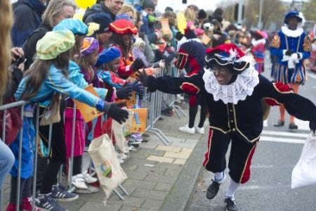 Rechter buigt zich weer over Zwarte Piet