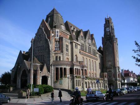 Het prachtige stadhuis van Le Touquet (Bron: WikiCommons/AntonyB)
