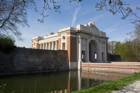 De Menenpoort in Ieper, waar de tienduizenden vermiste Britse soldaten worden herdacht (WikiCommons/Johan Bakker)