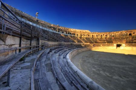 Binnen in de schitterende Romeinse arena van Nîmes (Foto: WikiCommons/Wolfgang Staudt)