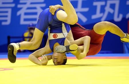 We zagen dit opmerkelijk beeld van de Jeugd Olympische Spelen, wat zou een goed onderschrift zijn bij deze foto? (PRO SHOTS/Zuma Sports Wire)