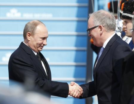 Timmermans haalt hard uit naar Poetin