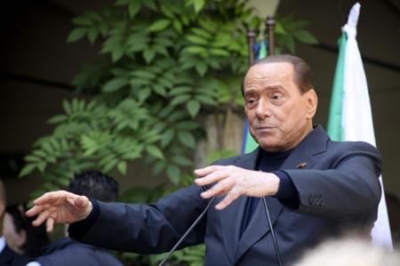 Berlusconi breekt lans voor Poetin