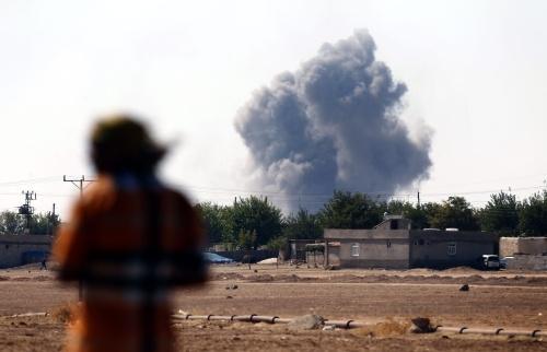 IS valt Kobani van drie kanten aan